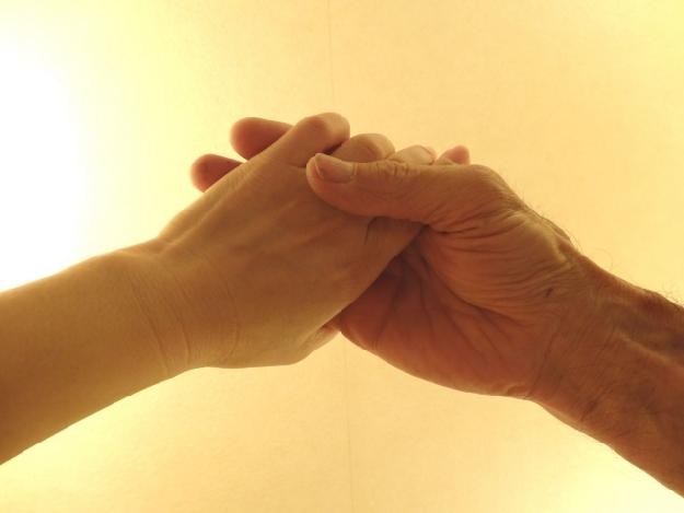 子供と母の手